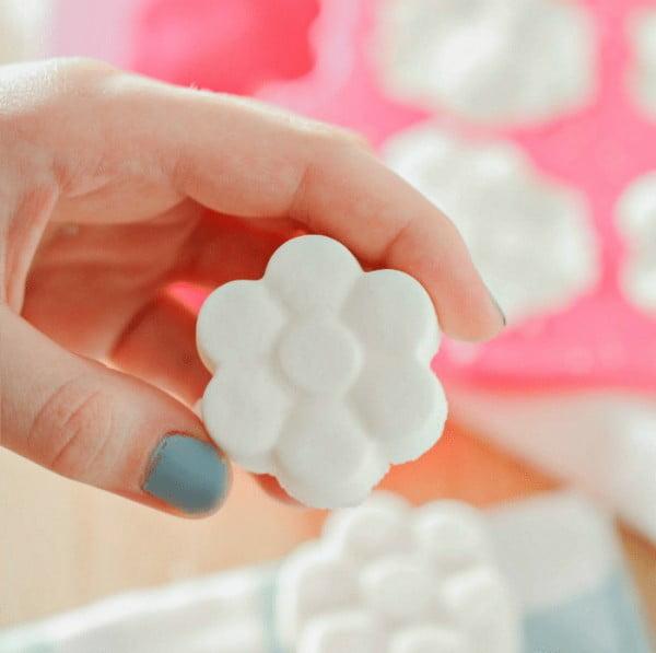 How -To Make Stress-Free DIY Bath Bombs #DIY #craft #bathroom