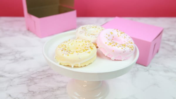 These DIY donut bath bombs are so potent you'll be immediately hungry and relaxed #DIY #craft #bathroom