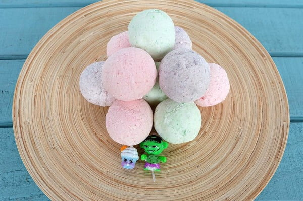 How To Make DIY Bath Bombs With A Toy Hidden Inside #DIY #craft #bathroom