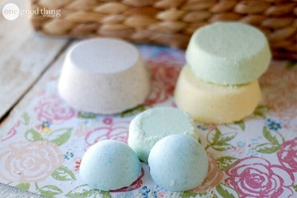 How To Make Your Own Lush-Inspired Bath Bombs · Jillee #DIY #craft #bathroom