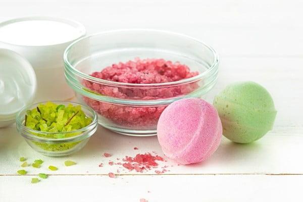 DIY Bath Bombs: How To Make Easy Bath Bombs That FIZZ #DIY #craft #bathroom