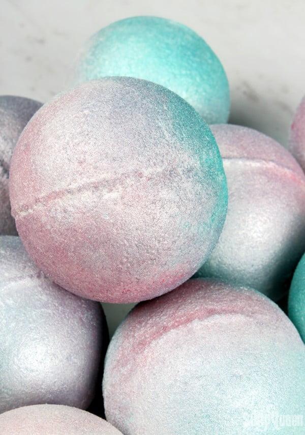 Iridescent Pearl Bath Bomb DIY #DIY #craft #bathroom