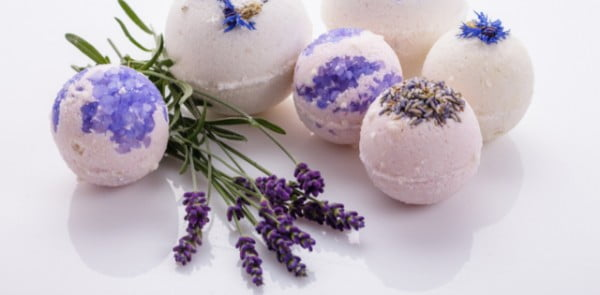 How to Make Bath Bombs: a DIY Recipe #DIY #craft #bathroom