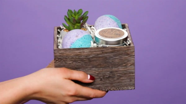 Give the Cure to Any Bad Day: DIY Bath Bombs #DIY #craft #bathroom