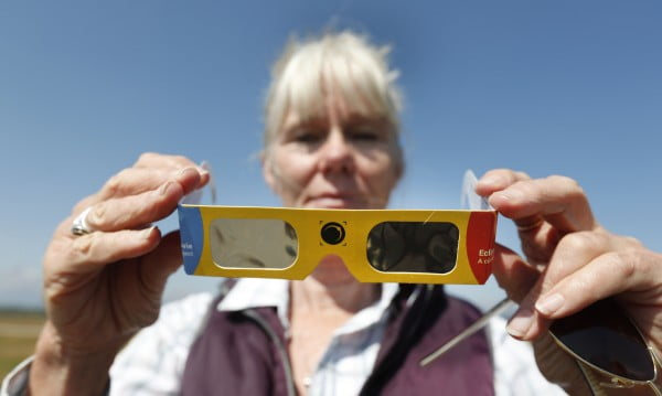 DIY Solar Eclipse Glasses:  Step By Step How to Make Your Own #DIY #eclipse #glasses