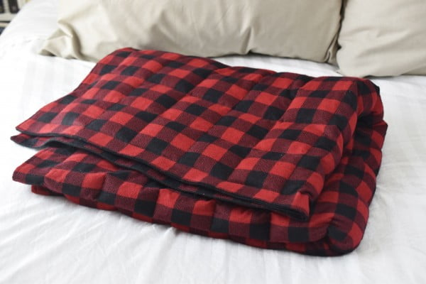 Sew a DIY Weighted Blanket to Sleep Soundly #DIY #crafts #bedroom