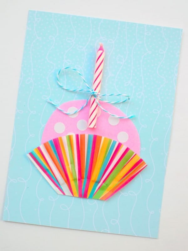 Cute Cupcake DIY Birthday Card (in Minutes) #DIY #crafts #birthday