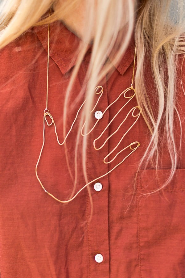 Gotta Hand it To You: How to Make a Wire Hand Necklace that You'll Never Want to Take Off #DIY #crafts #jewelry #necklace
