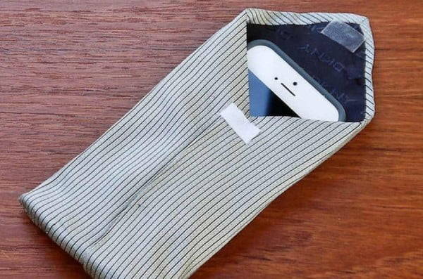 Upcycle an Old Tie and Sew a Cool DIY Phone Case #DIY #craft