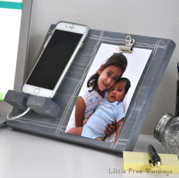 DIY Phone Holder and Photo Display #DIY #crafts