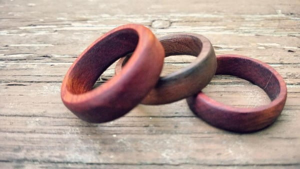 How to Make a Wooden Wedding Ring #DIY #jewelry #ring #crafts