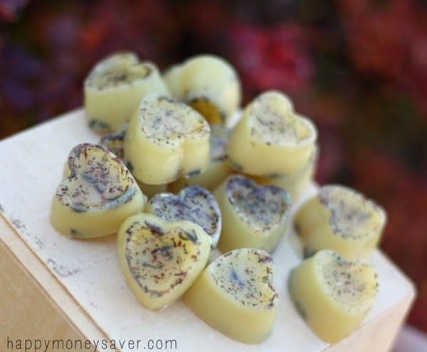 Honey Lavender Homemade Relaxing Bath Melts #DIY #crafts #beauty #bathroom