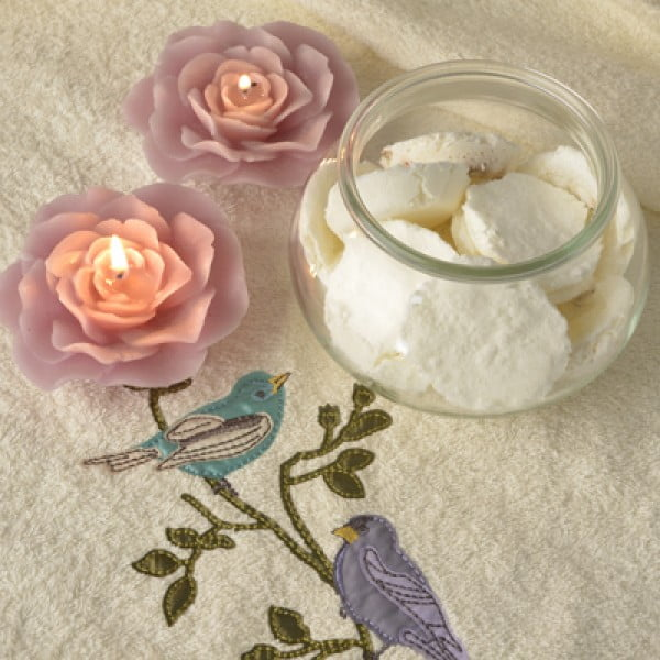 DIY aromatherapy shower bombs that'll turn every shower into a spa #DIY #crafts #beauty #bathroom
