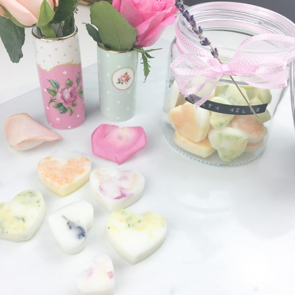 Homemade Coconut and Essential Oil Bath Melts #DIY #crafts #beauty #bathroom