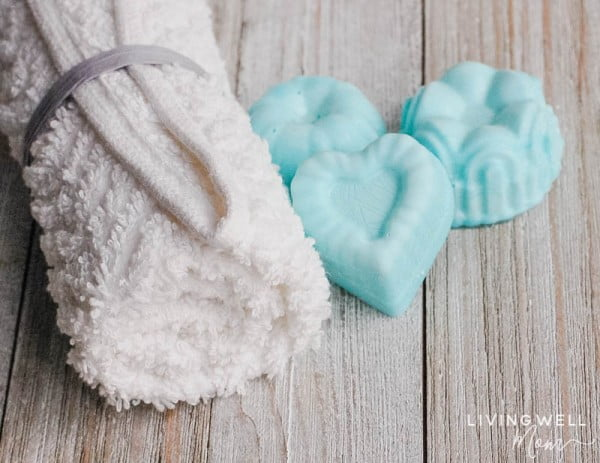 Easy DIY Peppermint & Lemon Essential Oil Shower Melts #DIY #crafts #beauty #bathroom