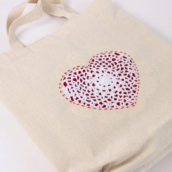 Doily Heart DIY Tote Bag #DIY #craft #totebag