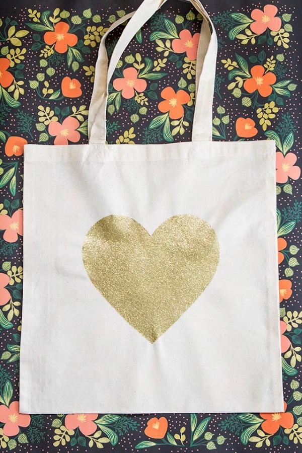 DIY Gold Glitter Heart Tote Bag #DIY #craft #totebag