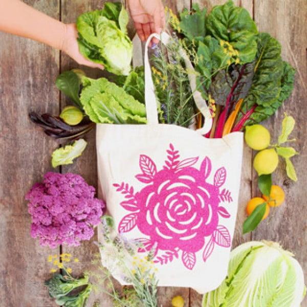 DIY Custom Canvas Tote Bag {with Free Floral Design Download!} #DIY #craft #totebag