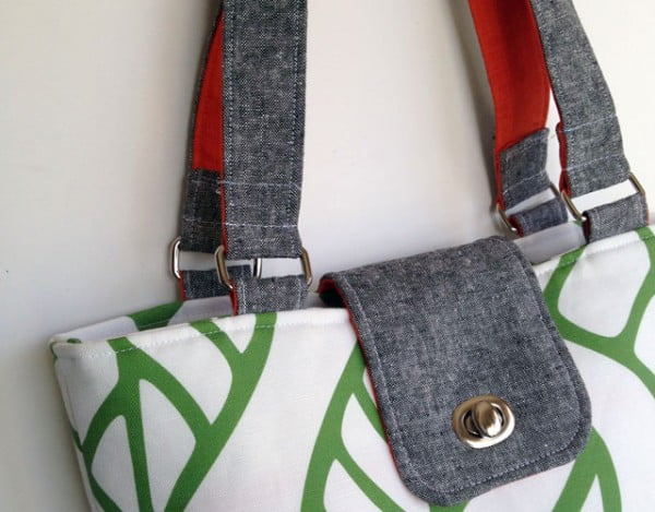 DIY Tote Bag: Add a Pop of Color with Two-Sided Fabric Handles #DIY #craft #totebag