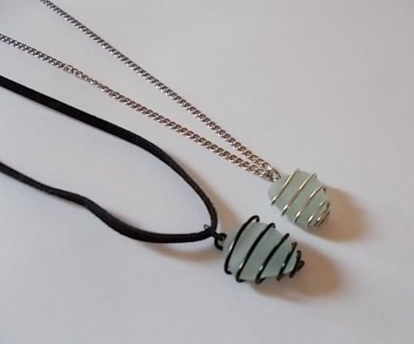 Wire-Wrapped Sea Glass Pendant #DIY #crafts #jewelry