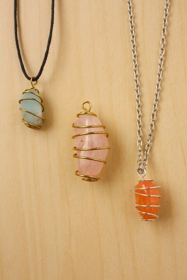 How to Wire Wrap a Stone #DIY #crafts #jewelry