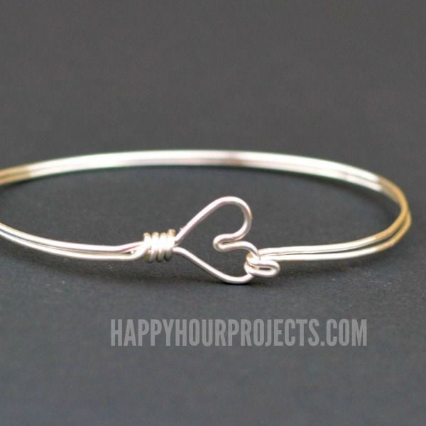 DIY Heart Clasp Wire Wrapped Bangle Bracelet #DIY #crafts #jewelry