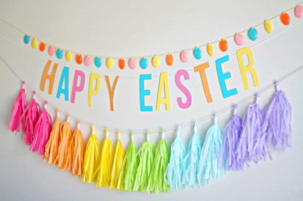 Easter Egg Garland You'll Leave Up All Spring #Easter #DIY #crafts