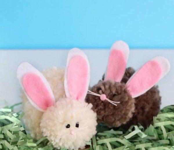 DIY Pom Pom Easter Bunnies #Easter #DIY #crafts