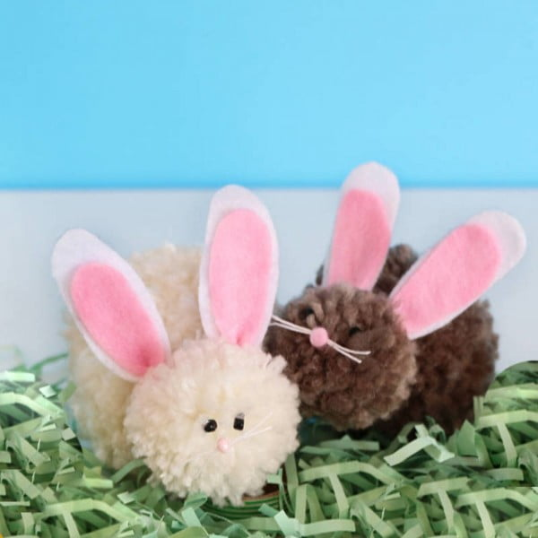 DIY Pom Pom Easter Bunnies #Easter #DIY #crafts