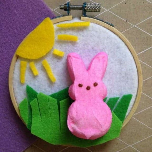 DIY Easter Peep Wall Hanging Craft #Easter #DIY #crafts