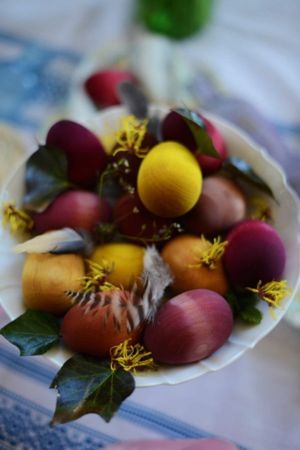 Naturally Dyed Wood Easter Eggs #Easter #DIY #crafts
