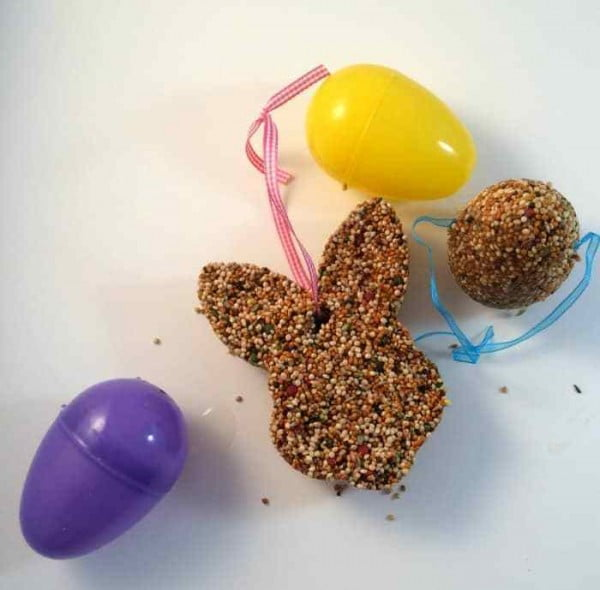 DIY Bird Feeder Easter Craft #Easter #DIY #crafts