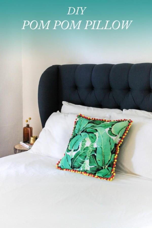 DIY No-Sew Pom Pom Pillow + Giveaway #nosew #DIY #craft #homemade #pillow