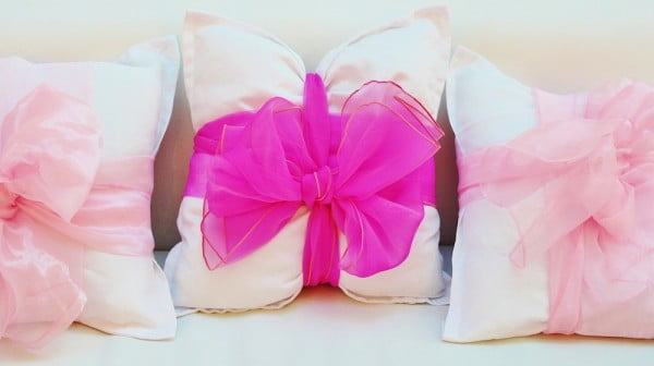 DIY No Sew Bow Pillow Covers Two Ways DIY Projects Craft Ideas & How To's for Home Decor with Videos #nosew #DIY #craft #homemade #pillow