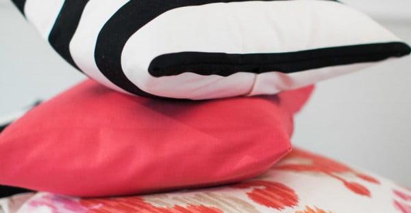 """DIY """"No-Sew"""" Throw Pillow #nosew #DIY #craft #homemade #pillow"""