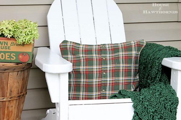 DIY No-Sew Shirt Pillow Tutorial #nosew #DIY #craft #homemade #pillow