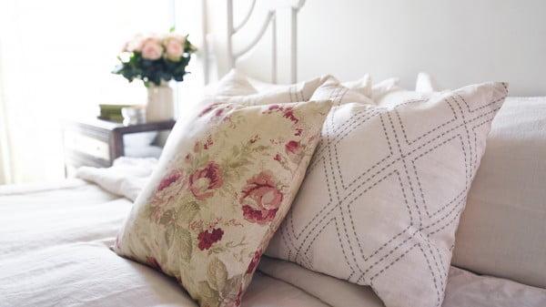 Make a No-Sew Pillow Cover #nosew #DIY #craft #homemade #pillow