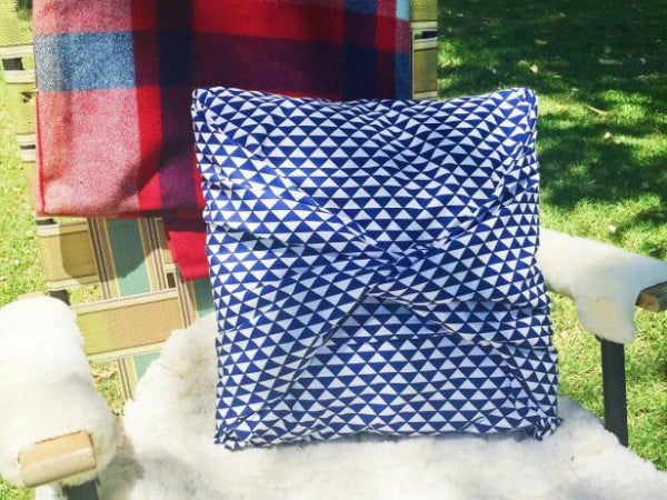 How to Make a No-Sew Pillow Cover #nosew #DIY #craft #homemade #pillow