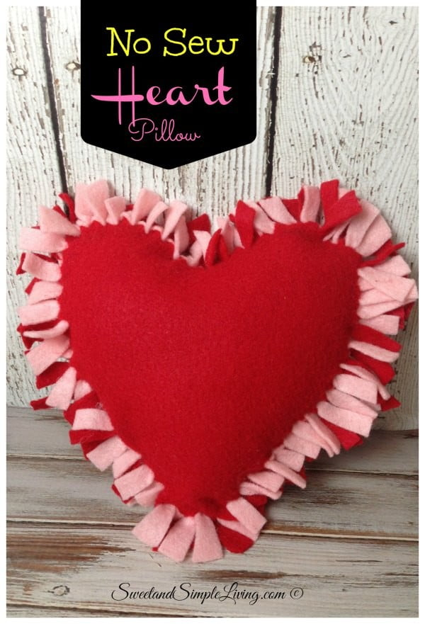 DIY Felt Heart Craft Idea: No Sewing Required #nosew #DIY #craft #homemade #pillow