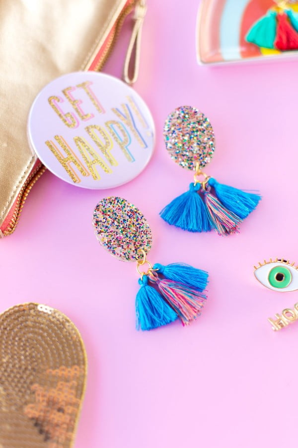 DIY Glitter Tassel Earrings #DIY #jewelry #earrings #crafts