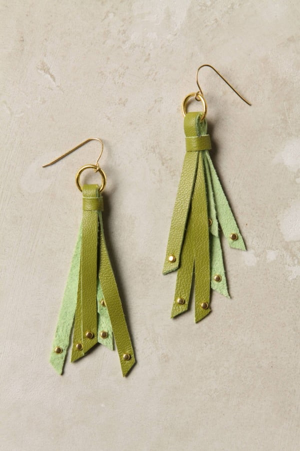 {DIY Tutorial} Anthro Knockoff Tassel Earrings #DIY #jewelry #earrings #crafts