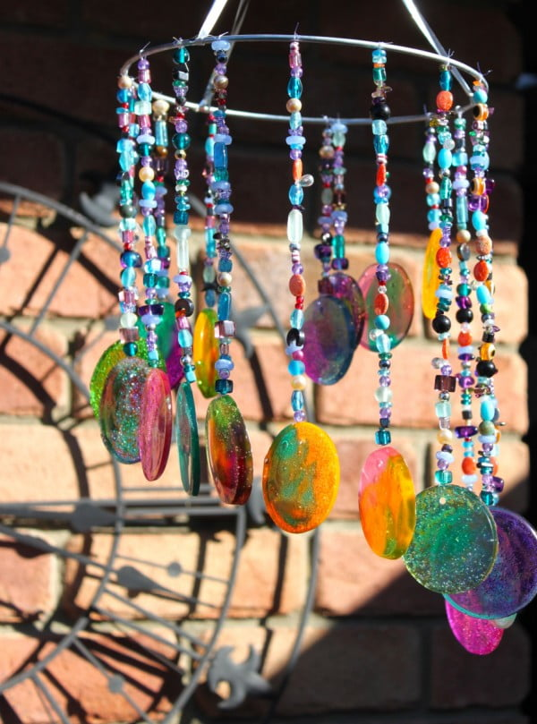 DIY Sun catcher/Wind chime. #DIY #crafts #windchimes