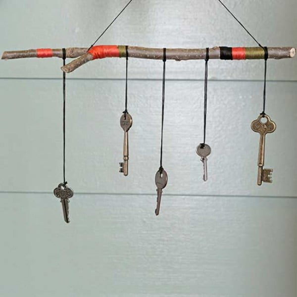 Create an Outdoor Oasis with This DIY Wind Chime #DIY #crafts #windchimes