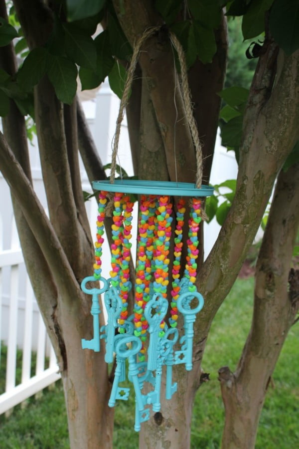 Easy DIY Wind Chime #DIY #crafts #windchimes