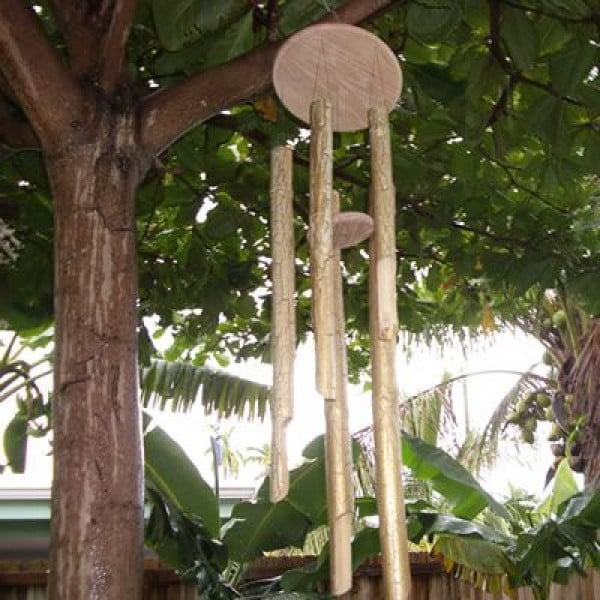 Make Your Own Wind Chime Out of Bamboo #DIY #crafts #windchimes