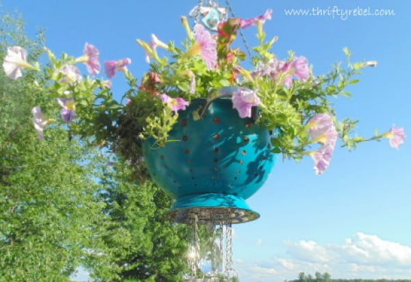 How to Make a Strainer Planter Wind Chime #DIY #crafts #windchimes