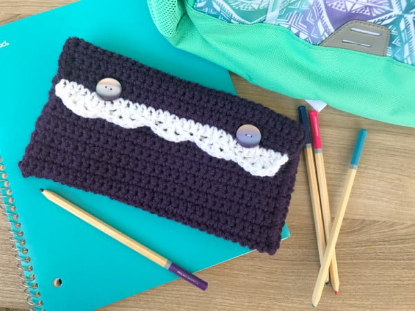 DIY Pencil Pouch: Crochet Pattern with Scalloped Edging #crochet #crochetpattern #DIY #craft
