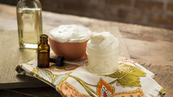 DIY Whipped Peppermint Body Butter #DIY #beauty #craft #bodybutter