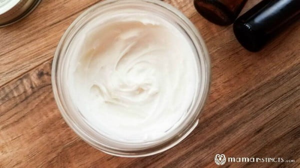 DIY Body Butter Recipe {That Is Not Greasy and Absorbs Fast} #DIY #beauty #craft #bodybutter