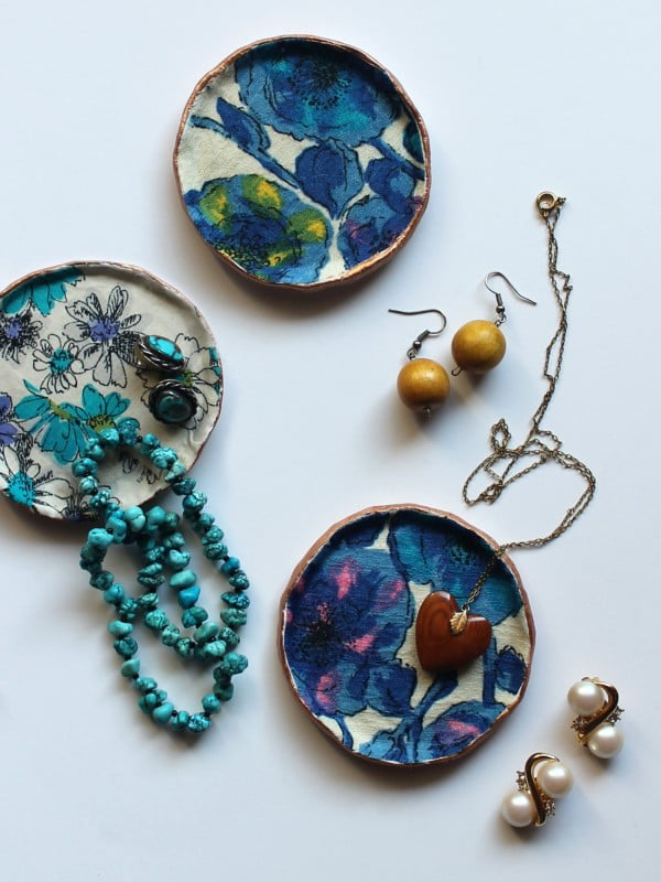 DIY clay and fabric jewellery dish #DIY #clay #dish #trinket